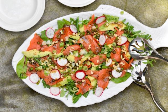 Salade wilde gerookte zalm en avocado